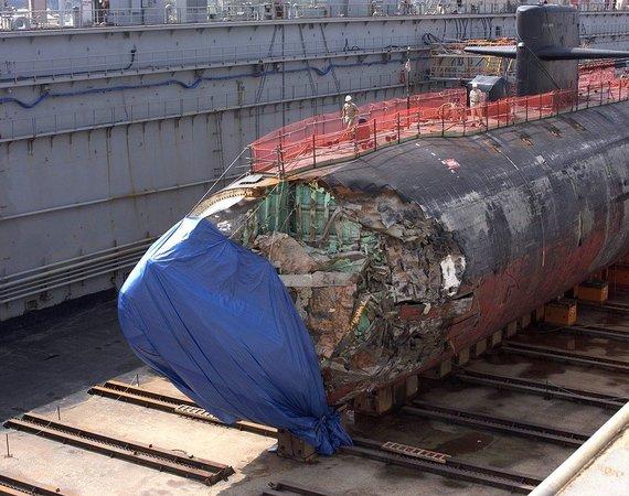 """Wikimedia Commons / Public Domain nuotr./""""USS San Francisco"""" laivas doke po avarijos"""