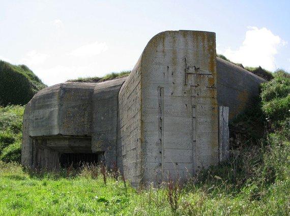 Wikipedia Commons nuotr./Koncentracijos stovyklos kalinių įrengtas įtvirtinimas Aldernyje