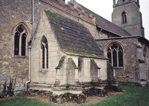 oldwillingham.com nuotr./Priestatas prie bažnyčios Anglijoje. Tokie priestatai tarnavo kaip anachorečių celės