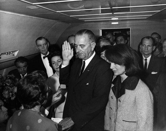 Wikimedia Commons nuotr./Lyndonas Johnsonas prisiekia
