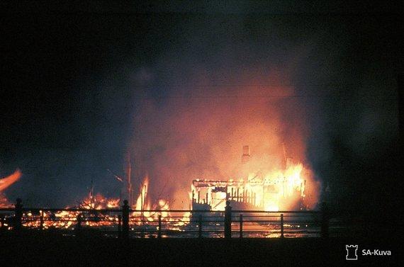 Wikimedia Commons / Public Domain nuotr./Sovietai bombarduoja Helsinkį, 1944 m.
