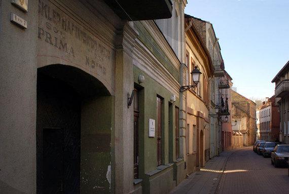 en.wikipedia.org nuotr./Buvusios žydų parduotuvės iškaba