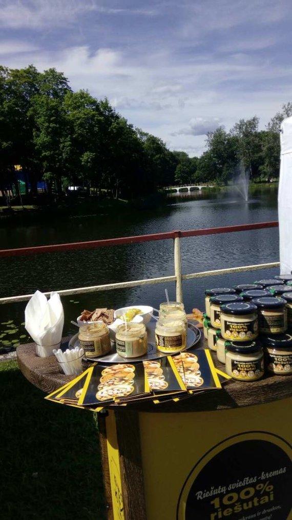 """""""Nutvila"""" nuotr,/Ryčio Petrausko gaminamas riešutų sviestas"""