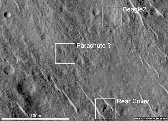 """NASA/ Leisesterio universiteto nuotr./""""Beagle 2"""", jo parašiutas  ir galinid dangtis"""