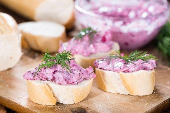 Shutterstock nuotr./Šventiniai silkių sumuštiniai