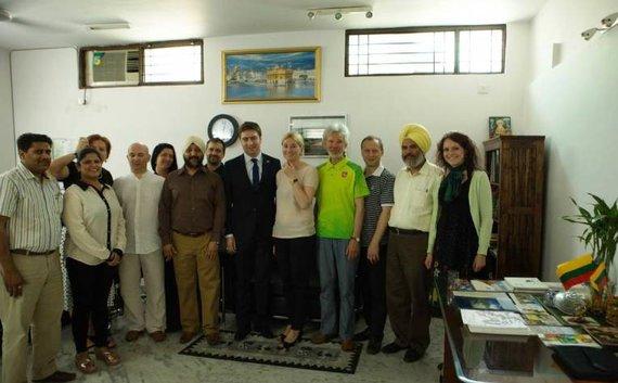 URM nuotr./Buvęs LR ambasadorius Indijoje Laimonas Talat-Kelpša (viduryje)