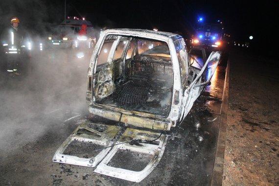 Tomo Markelevičiaus nuotr./Automobilio gaisras Panevėžyje