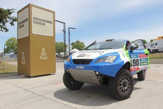 """Tomo Markelevičiaus nuotr./""""Agrorodeo"""" komanda techninėje Dakaro komisijoje"""
