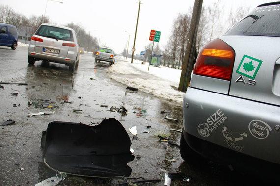 Tomo Markelevičiaus / 15min nuotr./Asociatyvi iliustracija: klevo lapu paženklintas automobilis
