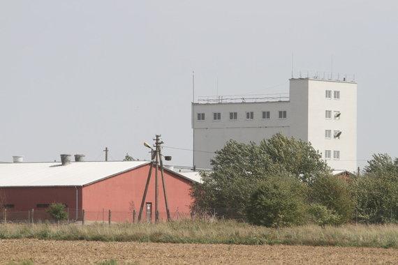 Alvydo Januševičiaus / 15min nuotr./Akmenės rajone utilizuojamas kiaulių kompleksas
