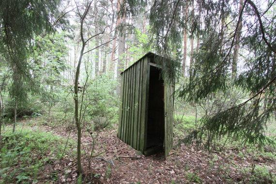 Alvydo Januševičiaus / 15min nuotr./Tualeto būdelė, lauko tualetas