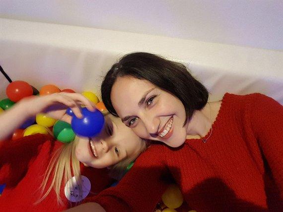 Asmeninio archyvo nuotr./Raimonda Mikalčiūtė-Urbonė su dukra Rusne