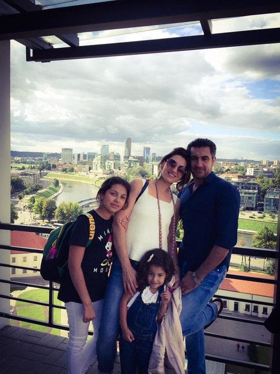 Asmeninio archyvo nuotr. /Andra Narkūnaitė-Alqadhi su šeima