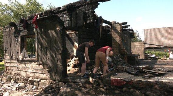 Asmeninio archyvo nuotr. /Jurgitos ir Vinco šeimos namas po gaisro