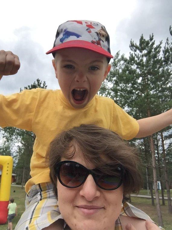 Asmeninio archyvo nuotr./Vilma Neimontienė su sūnumi Tadu