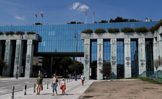 """""""Reuters""""/""""Scanpix"""" nuotr./Lenkijos Aukščiausiojo Teismo pastatas Varšuvoje"""