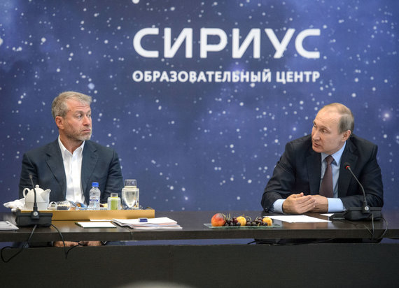 """""""Scanpix""""/""""Sipa USA"""" nuotr./Romanas Abramovičius ir Vladimiras Putinas"""