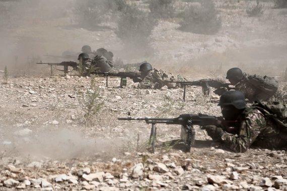 """AFP/""""Scanpix"""" nuotr./Sirijos sukilėliai Idlibo provincijoje, kurią ruošiasi pulti režimo pajėgos"""