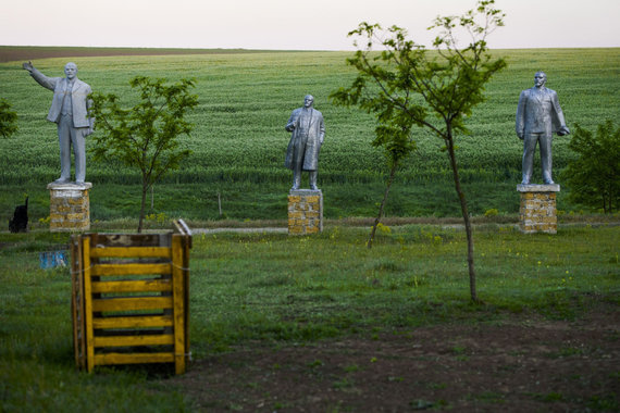 """Scanpix""/AP nuotr./V.Lenino statulos dabar atsidūrusios muziejuose po atviru dangumi"