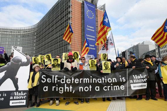 """AFP/""""Scanpix"""" nuotr./Katalonai protestuoja prieš teismo procesą Briuselyje"""
