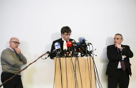 """""""Scanpix""""/AP nuotr./Carlesas Puigdemontas surengė spaudos konferenciją Vokietijoje"""