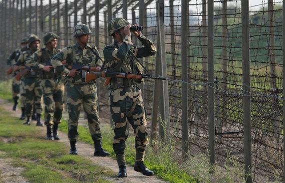 """Reuters""/""Scanpix"" nuotr./Indijos kariai Kašmyre"