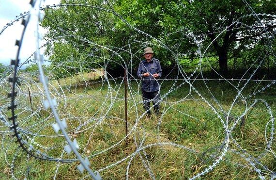 """AFP/""""Scanpix"""" nuotr./Rusijos kariai vis pastumia Pietų Osetijos sienos su Gruzija riboženklį į šios šalies gilumą"""