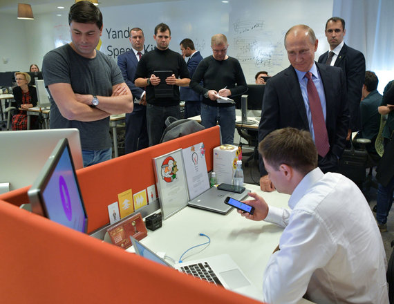 """""""Scanpix"""" nuotr./Vladimiras Putinas """"Yandex"""" būstinėje"""