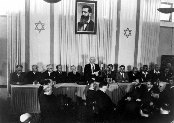 """""""TopFoto""""/""""Scanpix"""" nuotr./Pasirašoma Izraelio nepriklausomybės deklaracija (1948 m.)"""