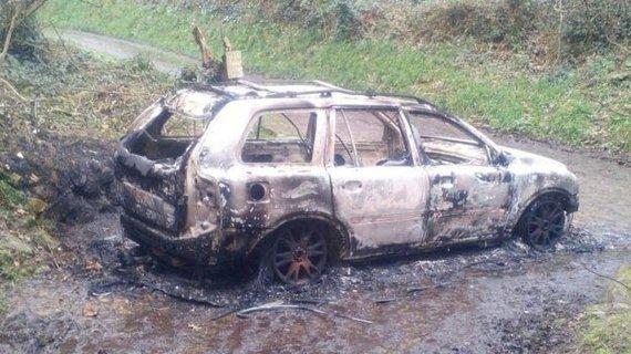 """""""Twitter"""" nuotr./Latvio palaikai buvo rasti šioje sudegintoje mašinoje"""