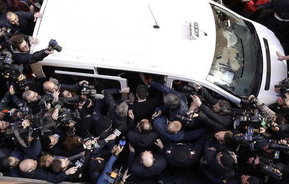 """""""Scanpix""""/AP nuotr./Romos gatvėje, kur įsikūrusi """"Foreign Press"""" būstinė, buvo kilęs tikras sąmyšis"""