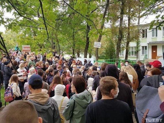 tut.by nuotr. /Žmonės susirinko palaikyti aktyvistės