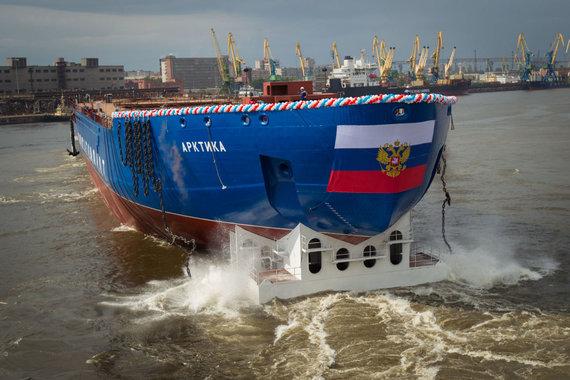 """AFP/""""Scanpix"""" nuotr./Rusijos atominis ledlaužis """"Arktika"""" – formaliai civilinis, tačiau skirtas politiniams Arkties vandenyno išnaudojimo tikslams siekti"""