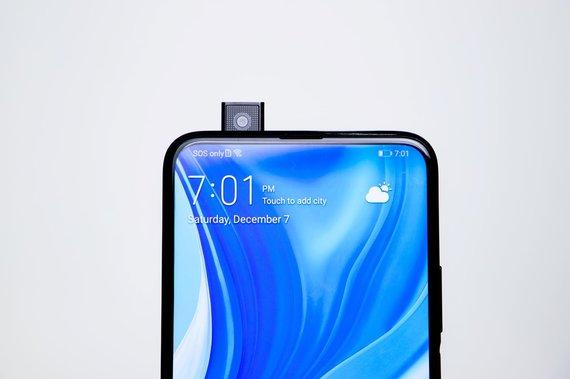 """Gamintojo nuotr./Iššokanti """"Huawei P smart Pro"""" asmenukių kamera"""
