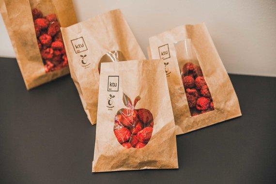 MITA nuotr./Šių maišelių skaidrioji dalis – ne paprastas plastikas, o biologiškai skaidus polimeras, sukurtas P.P.Danilovo