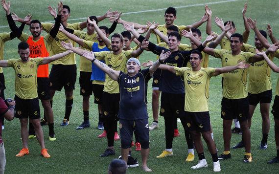 """""""Scanpix"""" nuotr./Diego Maradona pirmoje treniruotėje Meksikoje"""