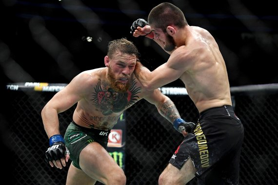 """""""Scanpix"""" nuotr./Chabibas Nurmagomedovas UFC svarbiausioje kovoje įveikė Conorą McGregorą."""