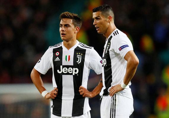 """""""Reuters""""/""""Scanpix"""" nuotr./Paulo Dybala ir Cristiano Ronaldo."""