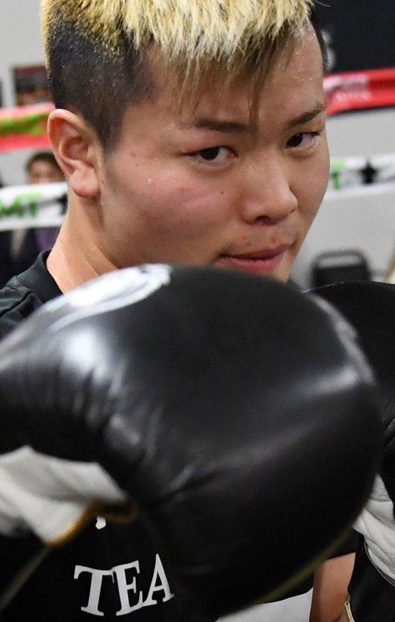 """AFP/""""Scanpix"""" nuotr./Floydas Mayweatheris ir Tenshinas Nasukawa pristatė kovą, kuris vyks gruodžio 31 dieną Tokijuje"""