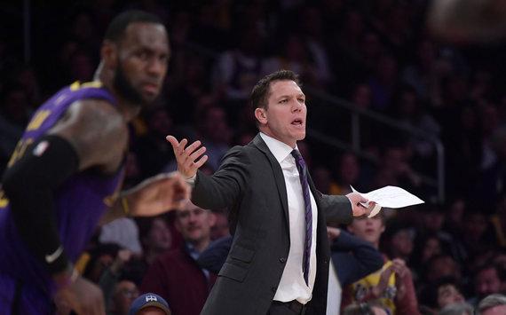 """""""Scanpix""""/AP nuotr./LeBronas Jamesas nusivylęs – """"Lakers"""" sezonas nevykęs."""