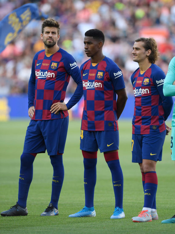 """""""Scanpix"""" nuotr./Junioras Firpo (viduryje) – vienas iš """"Barcelona"""" naujokų."""