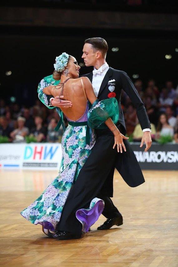 Organizatorių nuotr./Vaidotas Lacitis bei Veronika Golodneva-Lacitienė yra pasaulyje geriausių standartinių sportinių šokių šokėjų porų penketuke. Pora yra vedusi penkerius metus.