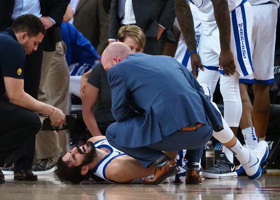 """Reuters""/""Scanpix"" nuotr./""Warriors"" pjauna žaidėjų traumos – susižeidė Omri Casspi."