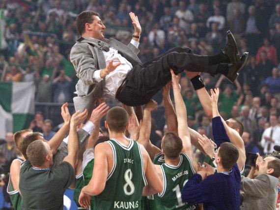 """""""Scanpix"""" nuotr./Jonas Kazlauskas ir jo treniruojamas Kauno """"Žalgiris"""" yra triumfavęs Eurolygoje 1999 metais."""