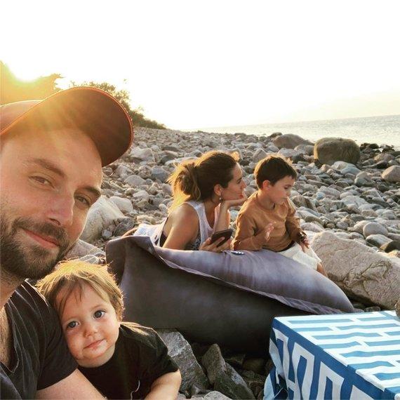 Socialinių tinklų nuotr./Mansas Zelmerlowas su šeima