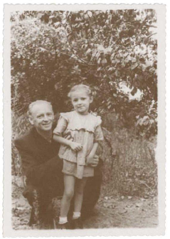 Partizanai.org nuotr./A.Ramanauskas-Vanagas su dukra Aukse 1953 m.