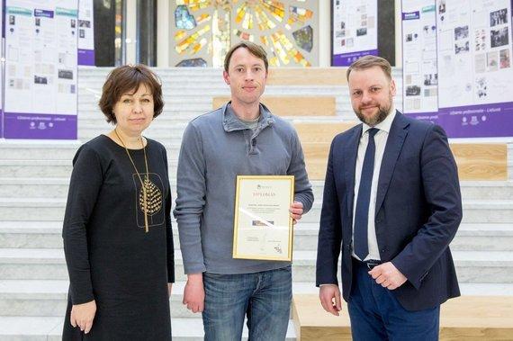 """""""Vilniaus knygų mugės"""" nuotr./""""Vilniaus knygų mugės"""" organizatoriai įteikė apdovanojimus"""
