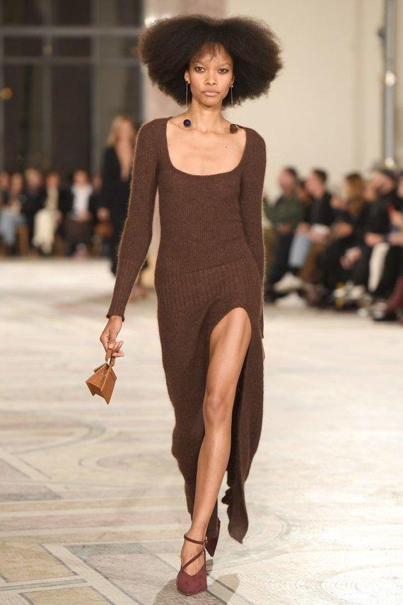 """Vida Press nuotr./""""Jacquemus"""" 2018–2019 m. rudens ir žiemos kolekcijos modelis"""