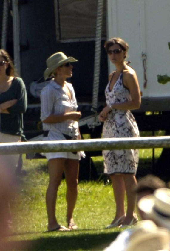 Vida Press nuotr./Kate Middleton (dešinėje)