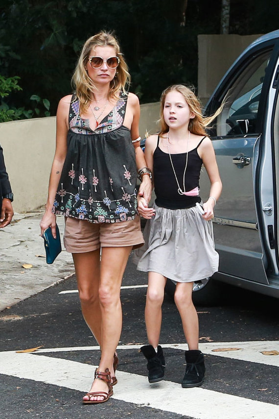 Vida Press nuotr./Kate Moss su dukra Lila Grace